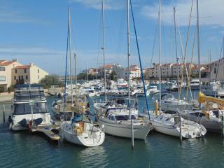 Small Marina Apartment in St. Cyprien, near beach, Saint-Cyprien-Plage