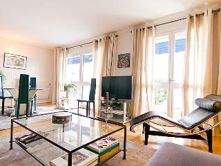Stylish apartment in good location, Puteaux