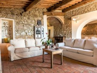 Tuscany 9 bedroom luxury villa with pool and spa, Volterra