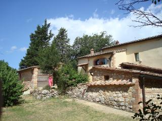 Charming old farmhouse with pool 10 km from Siena, Sovicille