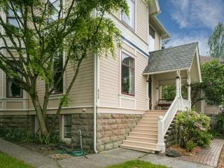 Gorgeous BayView Victorian-Walk to Bay & Downtown!, Bellingham