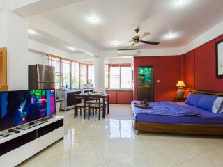 2 bedroom apartment for 10 (I type), Patong