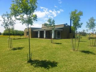Excellent Farmhouse in Laguna Vitel , Chascomus.