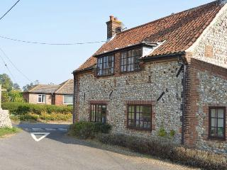 Pilgrims Cottage - Period cottage with open fire, Stanhoe