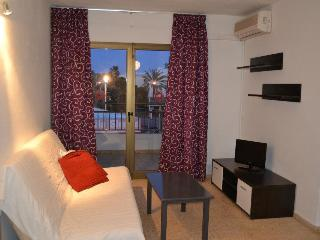 40m2, basic apartment located at 30m from BoraBora, Playa d'en Bossa