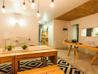 2W Urban Escape House for 4 - 10 people ~, Chalong