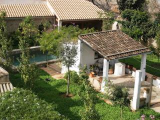 Luxury old town house with pool, Arta