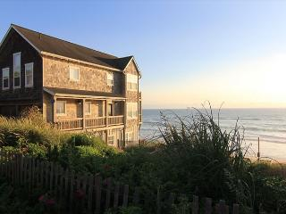 High End Ocean Front Vacation Home in Charming Bella Beach Neighborhood, Depoe Bay
