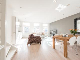 4 Bedroom Family Apartment/Jordaan+Lovely Balcony!, Amsterdam
