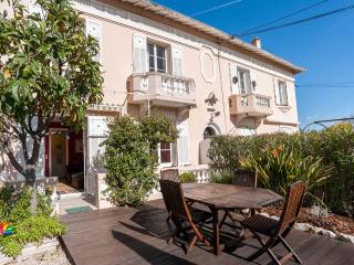 sunny 2BR apartment + garden, walk to beach, Antibes