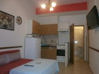 Shady Apartment Tomo with 2 Bathrooms, Krk