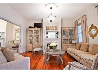 Large historic home perfect for a family gathering or a large group, Savannah