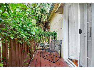 Historic carriage home with a garden view balcony, Savannah