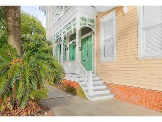 Tasteful two bedroom right on historic Warren Square, Savannah