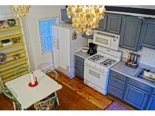 Pet friendly cottage in the historic district, Savannah