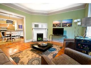 First floor condo with a large living area and two bedrooms, Savannah