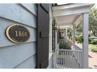Pet friendly two bedroom with a large private courtyard, Savannah