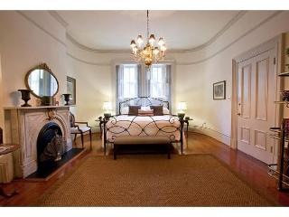 1 bedroom with VIP access to Mrs. Wilkes restaurant, Savannah