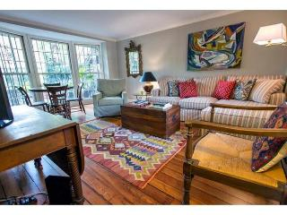 Charming house just off of Calhoun Square with a spacious courtyard., Savannah