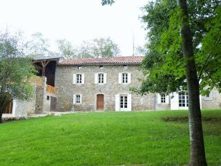 Farmhouse Ariege Midi-Pyrenees -pool for 10 guests, Castillon-en-Couserans
