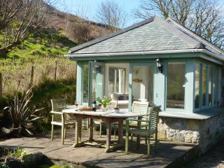 Beautiful cottage in Cot Valley, garden sea views, St Just