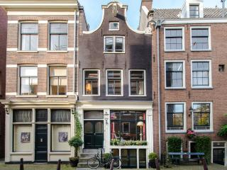 Luxurious classic gable Dutch house canal views, Amsterdam