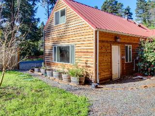 Quiet, pet-friendly cabin close to the beach, Otter Rock