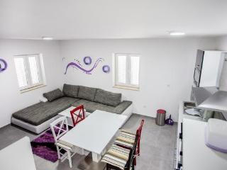 Charming renovated apartment 3 in old town Omis
