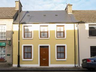 TEACH NA TAILLIURA, mid-terrace, en-suites, wheelchair-friendly, WiFi, in Louisburgh, Ref 921117