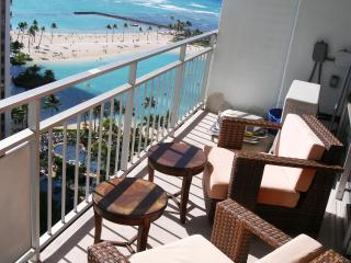 Beautiful Beachfront Condo With Ocean Views!17FL, Honolulu
