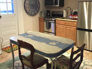 New-Central-Wifi-Private-Pool, Silver Spring
