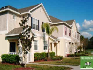 3 Bedroom Lakeside Home with Gym and Hot Tub, Kissimmee