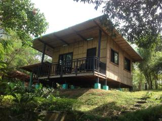 Native House with beautiful pool in Central Luzon, Bagac