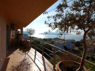1 h from Athens in Evia house with splendid view, Marmari