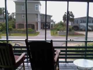 REDUCED! PET FRIENDLY! 50 STEPS TO BEACH! 5BD/3BA, Pawleys Island