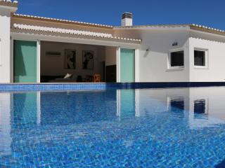 Amazing Villa near the beach., Luz