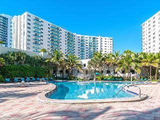 Hollywood Beach Condo 2B/2B Ocean View, Miami