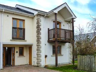 19 THE HARBOUR, waterside marina cottage, balcony, close to amenities, in Tarmonbarry, Ref 920286