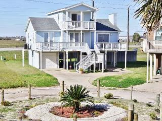 Going Coastal with fresh air and lots of beach! Great views! A vacation MUST!, Galveston