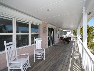 Fiddler's Green - Lovely oceanview home where vacation memories can be made, Kure Beach