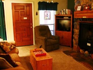 Valley Condos #112 - WiFi, Washer/Dryer, Community Hot Tubs, Playground, Creek, Red River