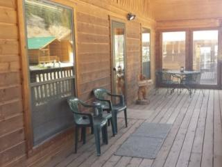Hattie`s Place - Single-level Home in Tenderfoot, Large Covered Porch, Satellite TV, Washer/Dryer, Red River