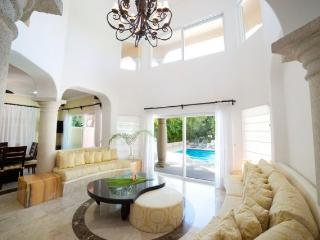 Vacation villa with private pool on golf course, Puerto Aventuras