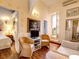 CENTRAL COLOSSEUM COZY FAMILY  APT WIFI + CELL, Rome