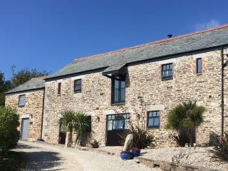Hob Nob - A Fabulous Barn with countryside views, Pelynt