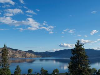 Spectacular Lake and Mountain view Suite, Peachland