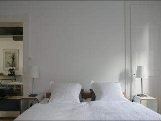 ARMOISIN serviced apartment in charming 1920 house, Lausanne