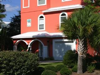 BEAUTIFUL Beach House! 1 Block to Beach! Private Pool! August Specials!!, Santa Rosa Beach