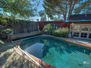 Close To Pasadena & just 20 minutes to Downtown LA!, La Crescenta