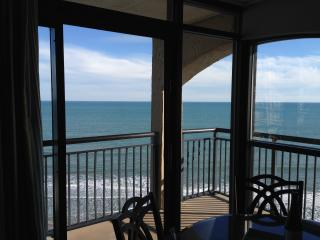 Designer corner condo with spectacular view!, North Myrtle Beach